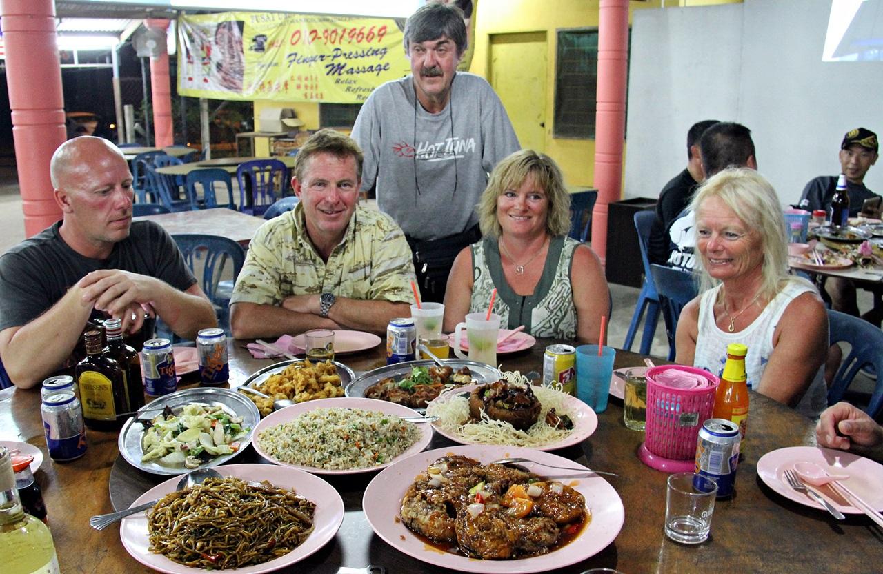 Antonio (verten) sjekker at vi har det bra, og maten var meget bra