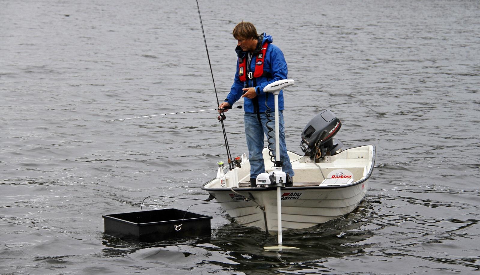 her styrer jeg motoren mens jeg speider igjennom et båt vannkikkebrett
