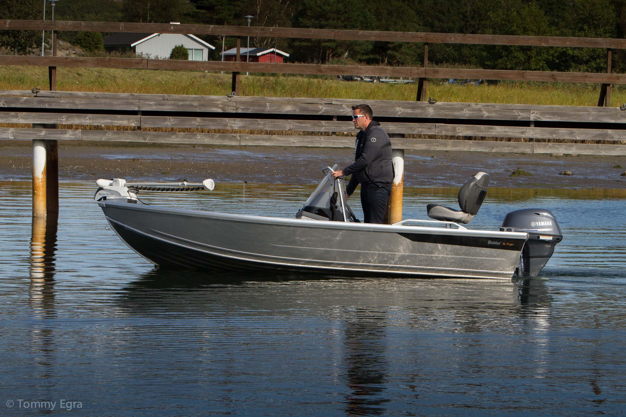 el motoren passer til de fleste båttyper, her den populære Busteren