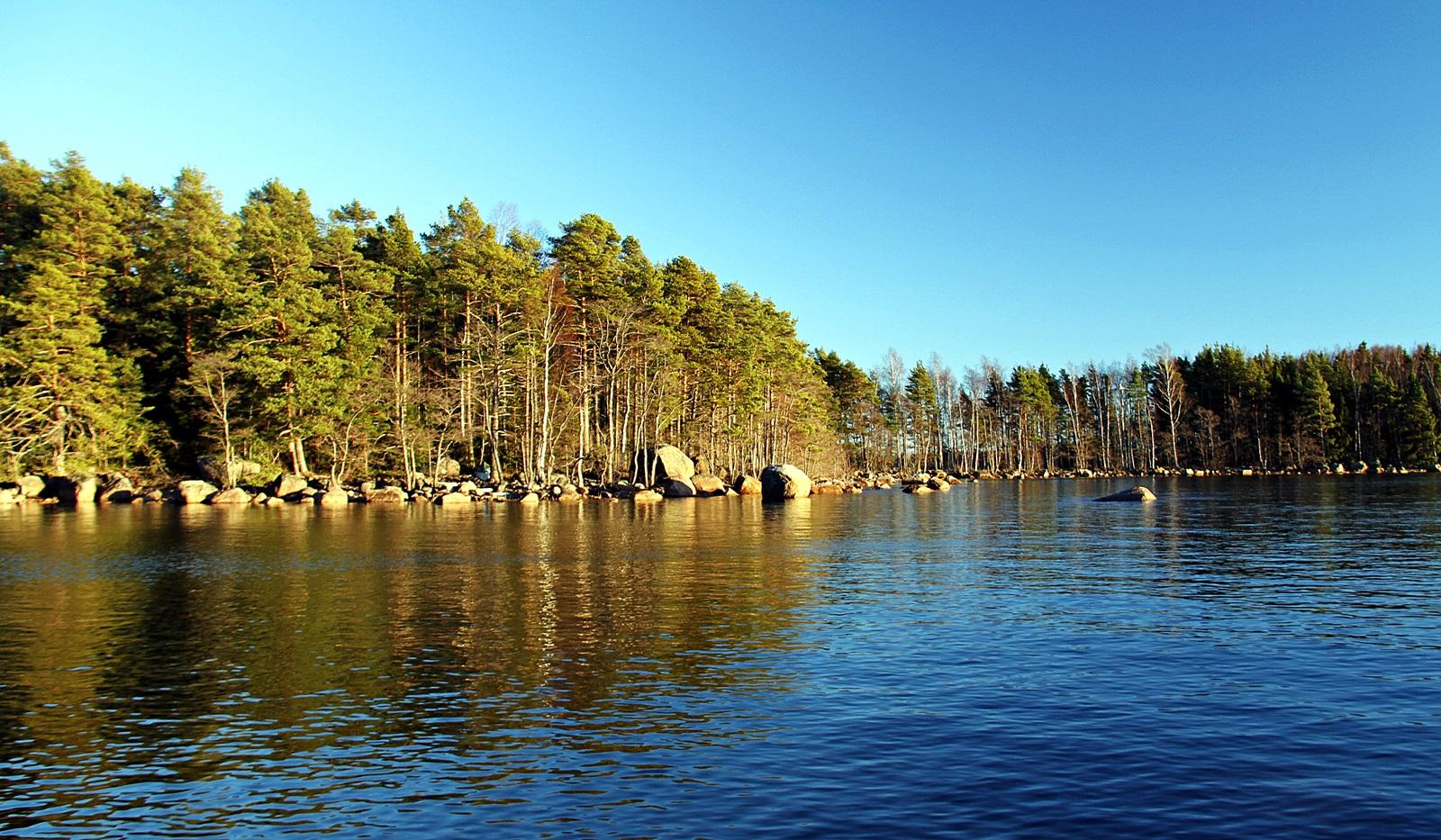 Et typisk kystområde, bukter og steinsatte odder