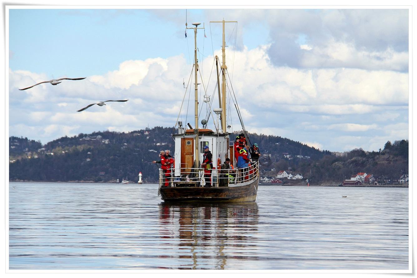 mange andre havfiskere på sjøen