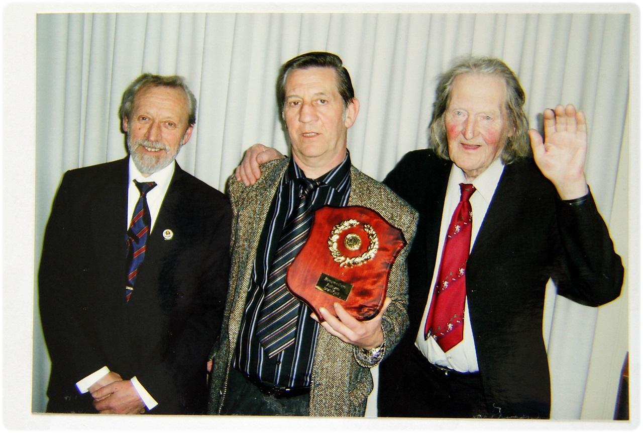 Alle tre æresmedlemmene på et brett. fra v - Bjørn Nyhus, Asbjørn Stølefjell, og Asbjørn Asbjørnsen