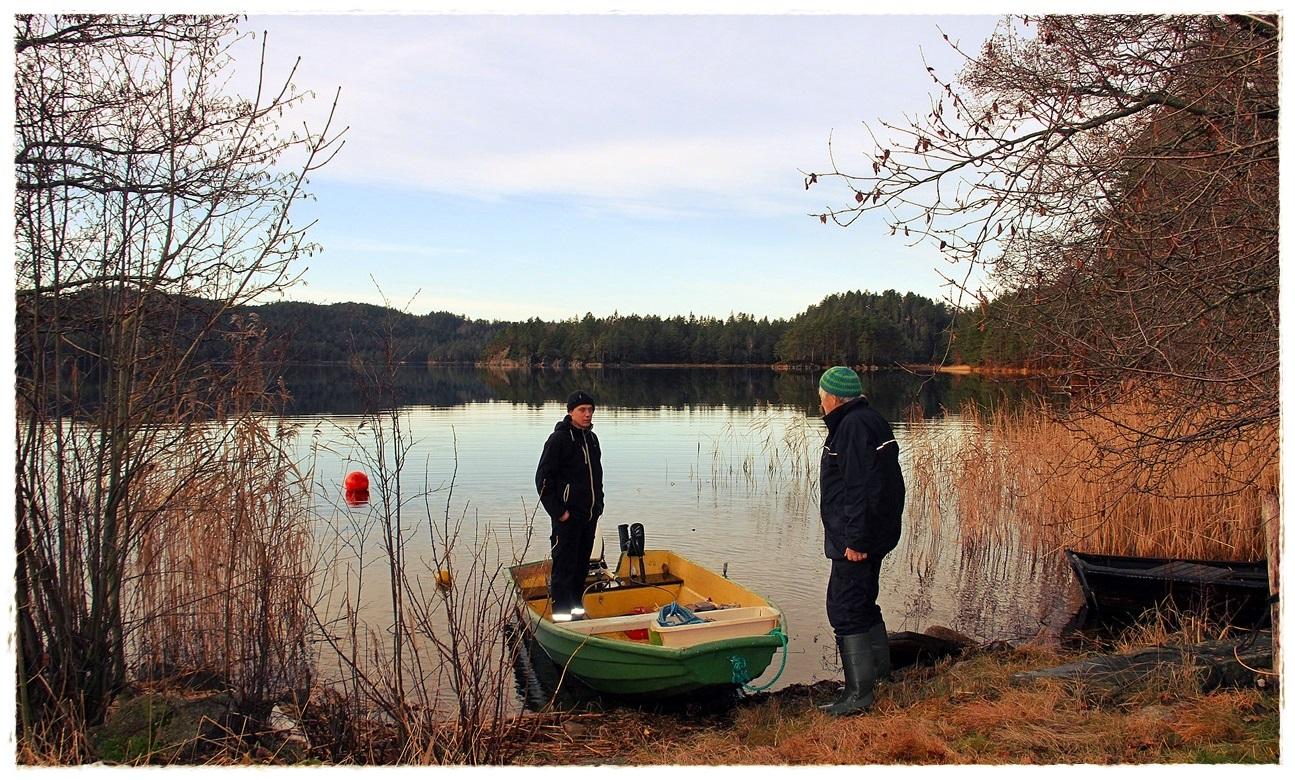 Anders og Grimenes klar for garnsett ved vakre Grimevannet