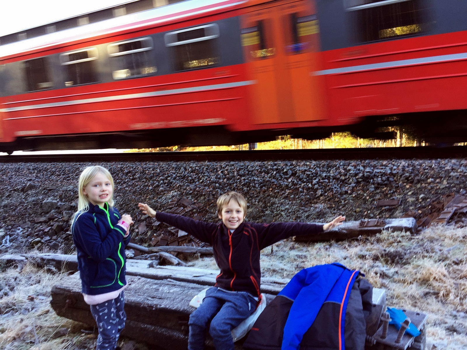 Eivinsstad tjenna ligger rett ved Nelaugbanen som igjen er tilknyttet sørlandsbanen