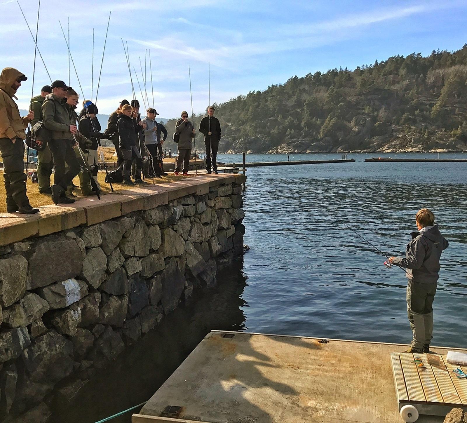 """Her har vi """"bryggeslengen"""" jeg viser hvordan forskjellige lokkemidler kan fiskes bedre"""