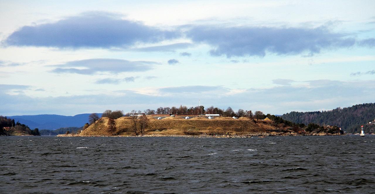 Oscarsborg festning ligger midt i Oslofjorden på høyde med Drøbak og er nok mest kjent for at de senket Blucher når Tyskerne invaderte Norge