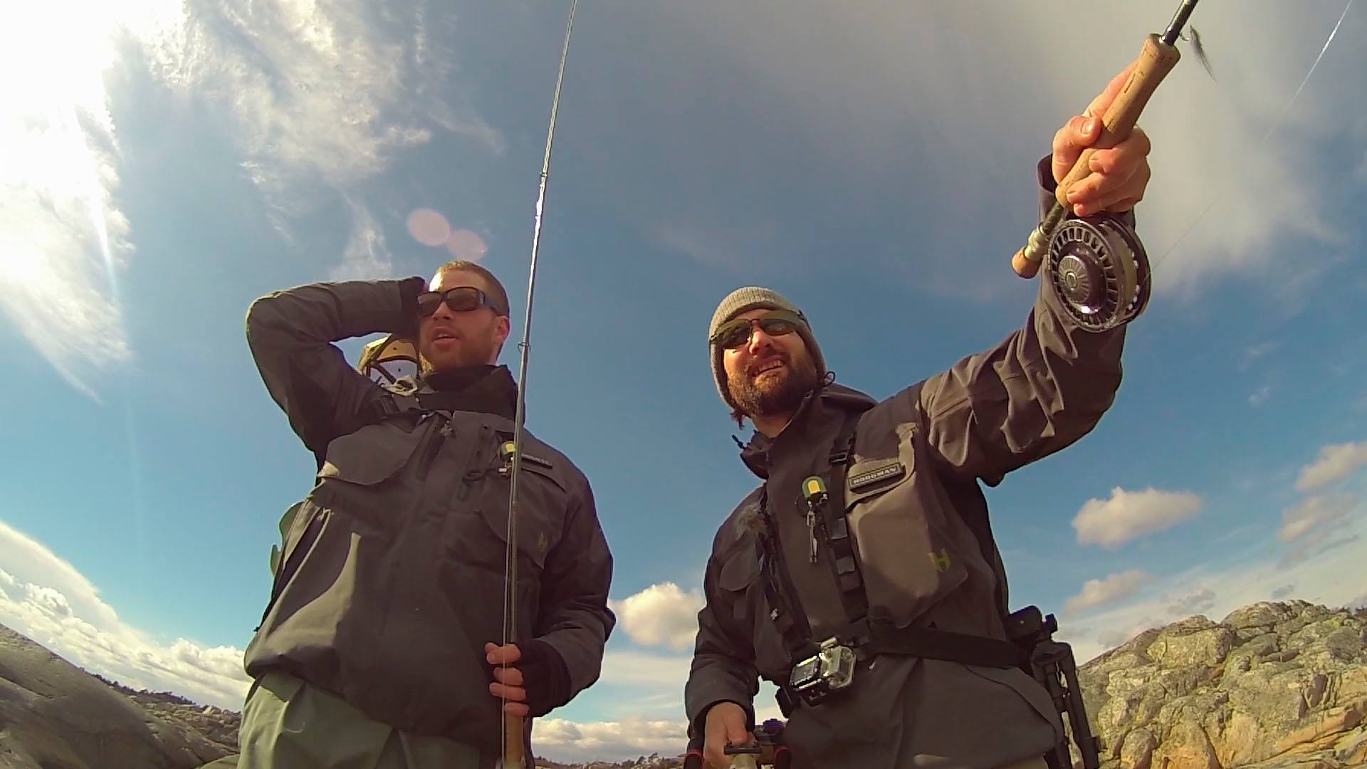 Stian og David tar oss med på sjøørretfiske i Kragerø skjærgården