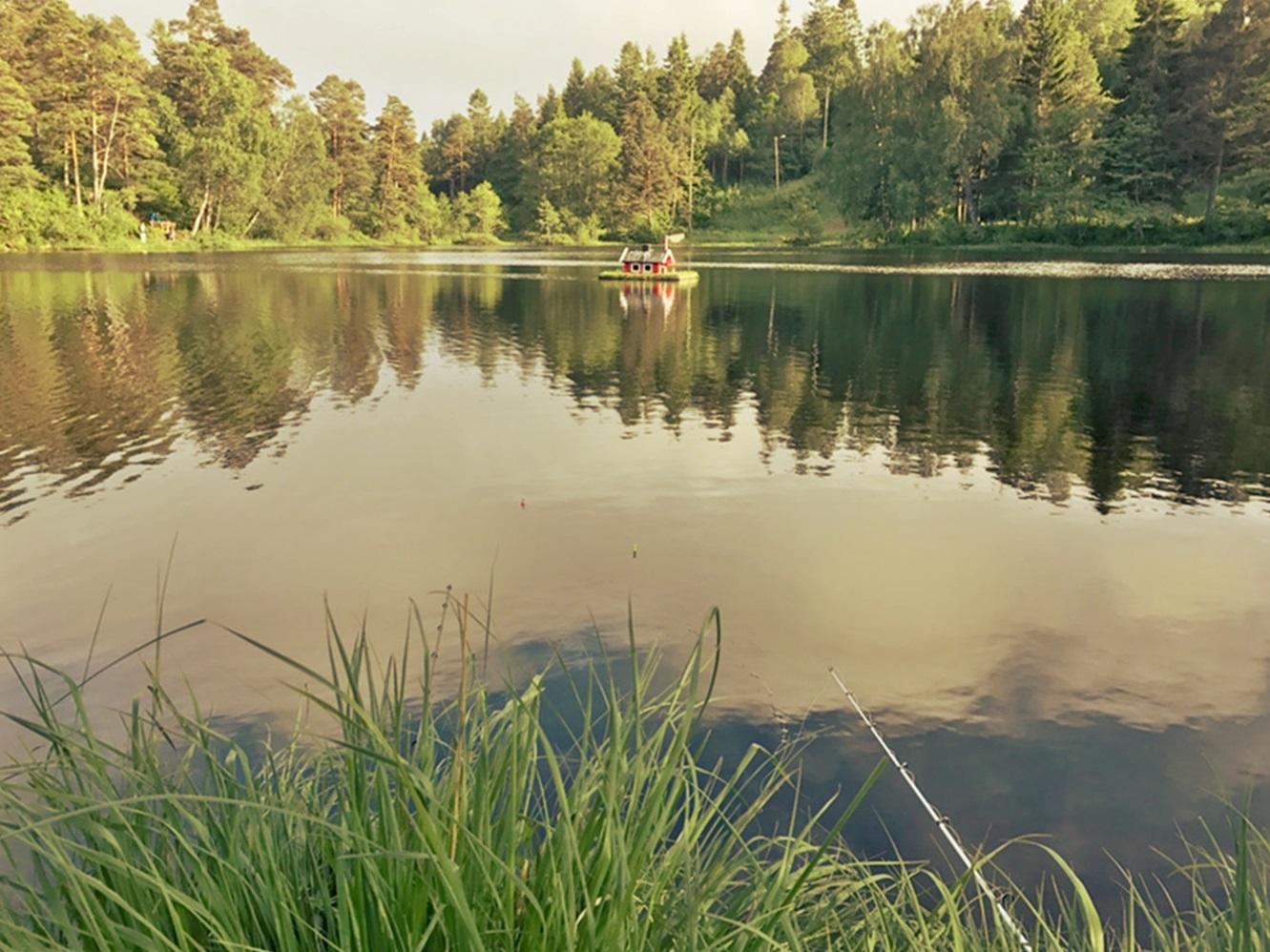 Tjenna er et fin lite og frodig vann øst på Tromøy