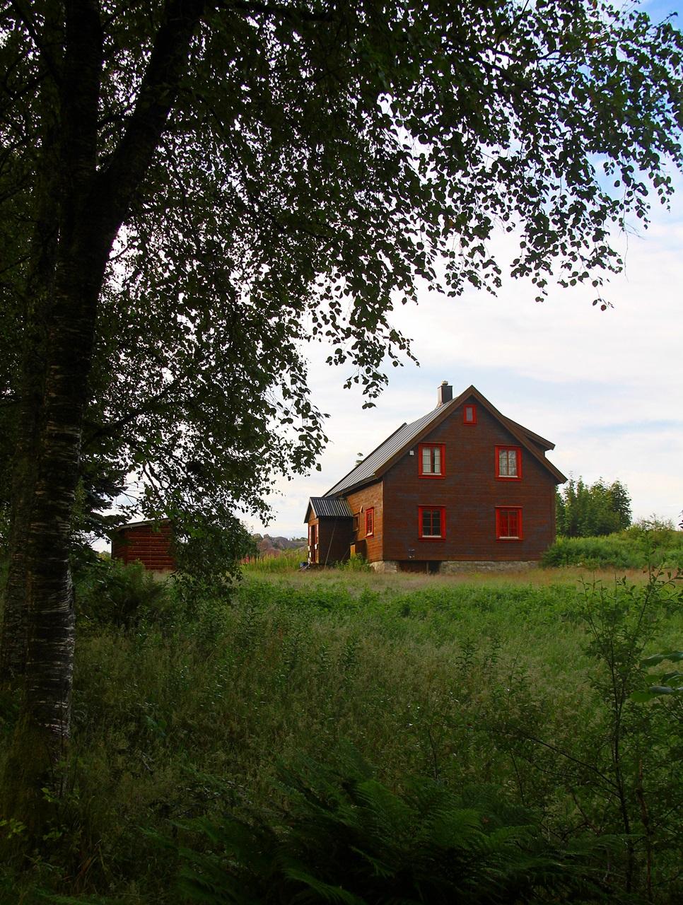 I den øvre delen disponerer RJFF et enkelt hus