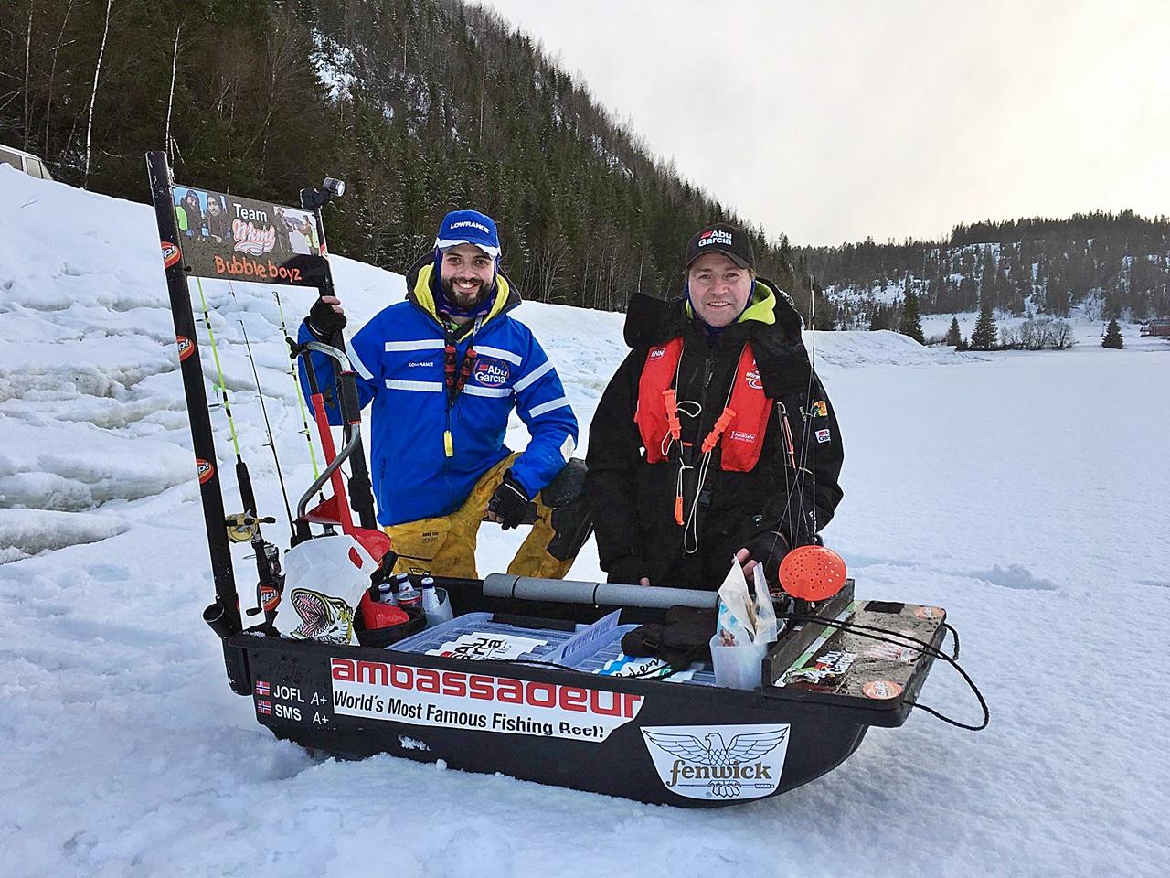 Med en slik pulk kan en ha med utstyr nok for flere fiskere, her med broder Bjørn Florø-Larsen begge i Team Abugarcia Norge